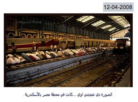 حقيقة صورة صلاة على ضحايا حادث محطة مصر في نفس مكان الحادث