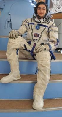 حقيقة صعود أول شاب مصري على سطح القمر