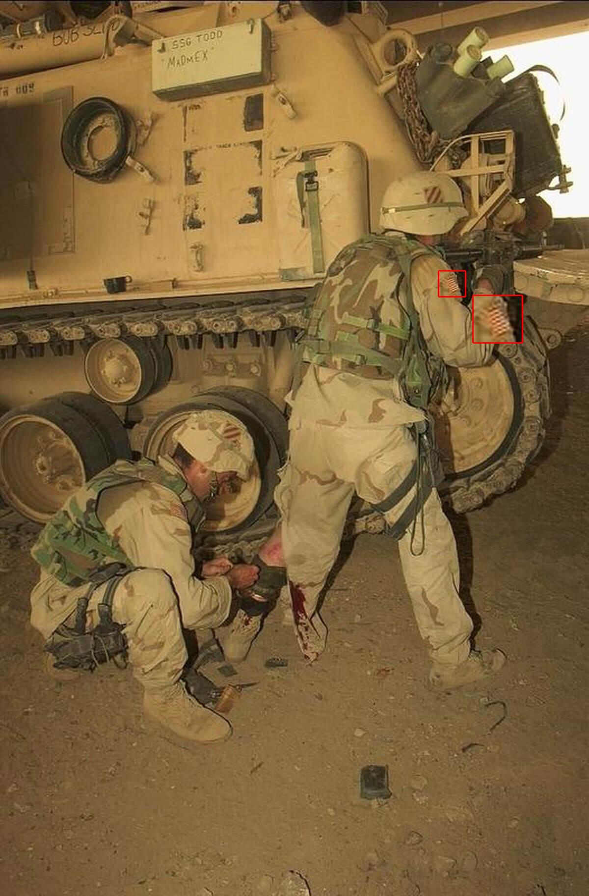 حقيقة صورة مقاتل مصري يساعد زميله المصاب